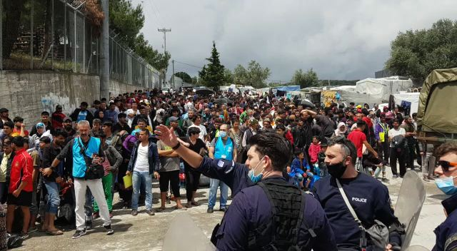 People in Camp Moria are waiting for the Bus to Athens.