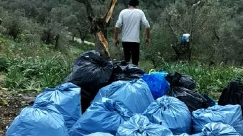 Cleaning camp Moria